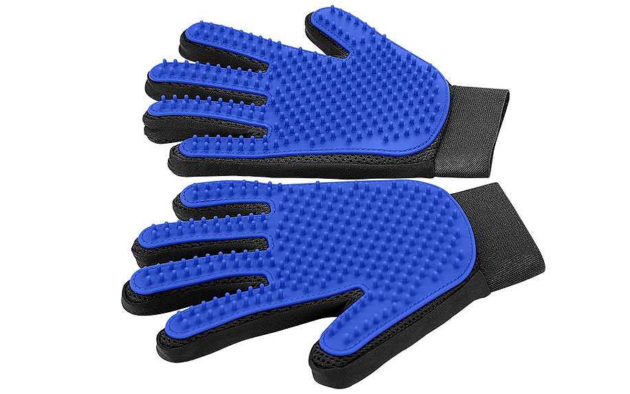 Pet Grooming Glove by Delomo.